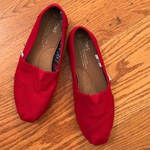 EUC TOMS Canvas, Red